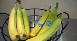 Separate Bananas to Slow Down Their Ripening - Food Hack | Third Monk