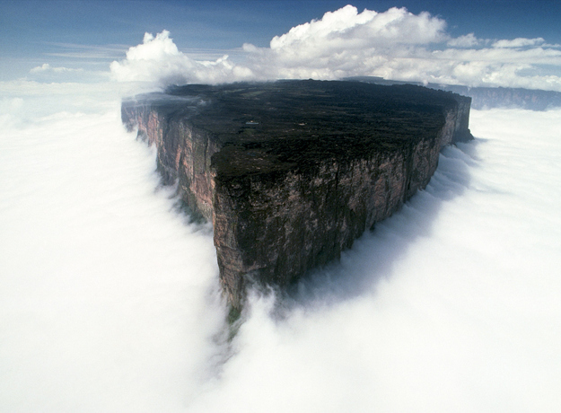 surreal-travel-spot-mt-roraima-venezuela