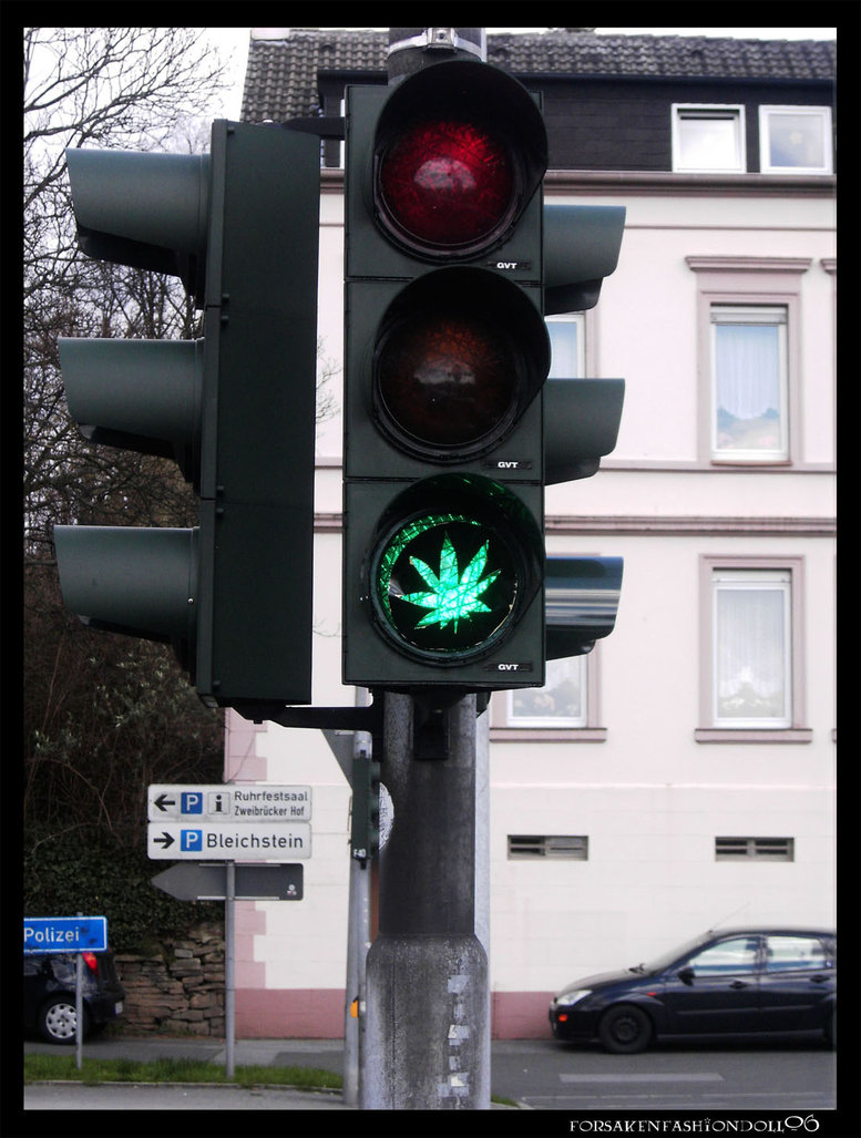 cannabis_traffic_light_by_forsakenfashiondoll