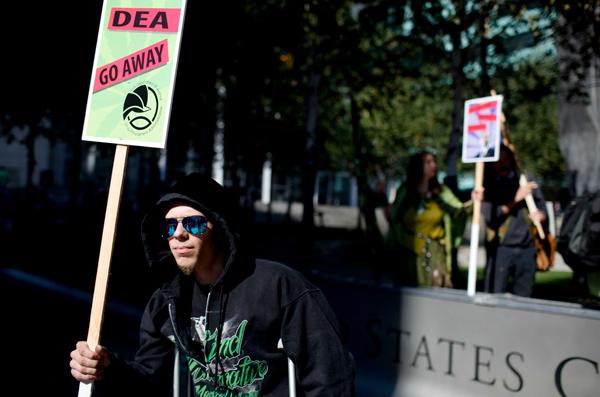 main_dea-protest6