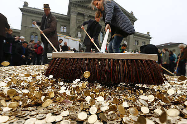 Swiss Plan to Pay Monthly Basic Income to Each Adult | Third Monk image 2